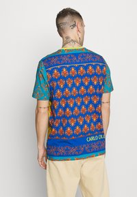 Carlo Colucci - COLOURS UNISEX - Print T-shirt - petrol - 2