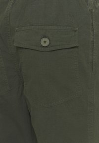 KnowledgeCotton Apparel - BIRCH LOOSE STOP PANT - Tygbyxor - forrest night - 2