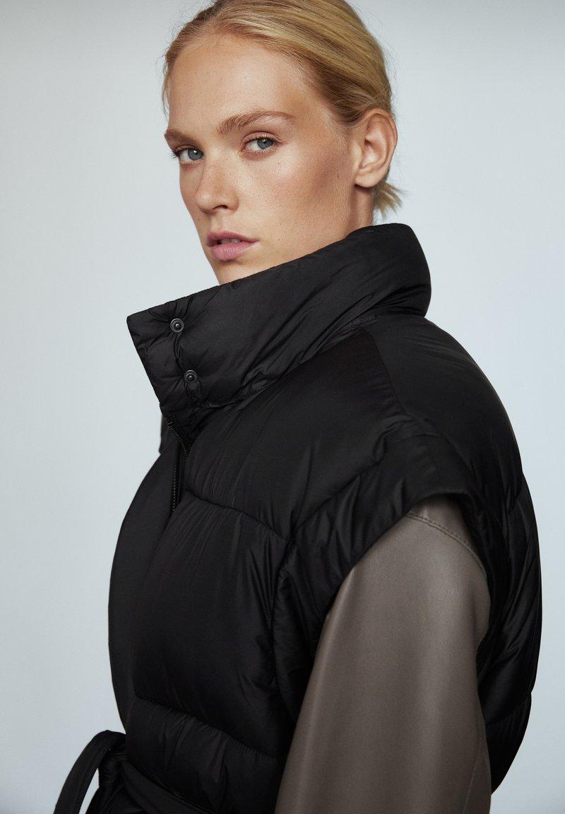 Massimo Dutti - STEP - Waistcoat - black