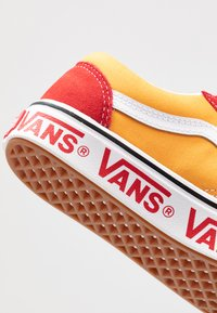 Vans - COMFYCUSH OLD SKOOL - Zapatillas - red/cadmium - 6