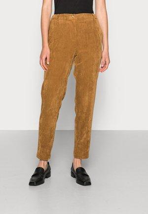 MAINLINE - Pantalones chinos - camel