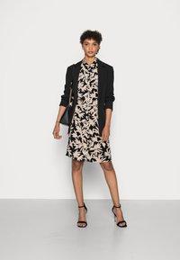 comma - Shirt dress - black/beige - 1