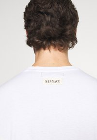 Mennace - UNISEX IN MY DREAMS - Printtipaita - white - 5