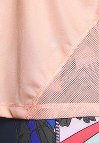 Nike Performance - MILER  - Print T-shirt - washed coral - 5