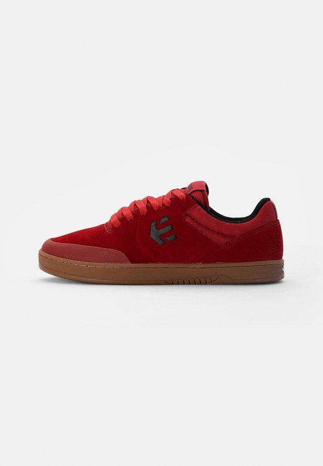 MARANA - Sneakers - red/gum