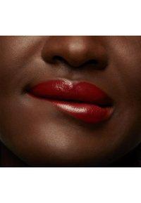 MAC - LOVE ME LIQUID LIPCOLOUR - Liquid lipstick - it`s all me - 4