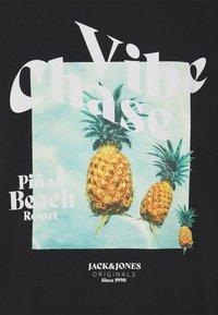 Jack & Jones - JORPOOLBOY TEE CREW NECK - Print T-shirt - tap shoe - 2