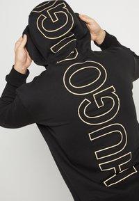 HUGO - DAISUKE - Felpa con cappuccio - black/gold - 6