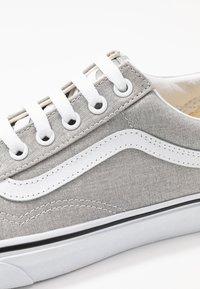 Vans - UA OLD SKOOL - Trainers - silver/true white - 2