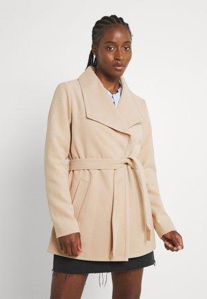 JDYDANNIE ELISE SHORT - Short coat - apricot illusion