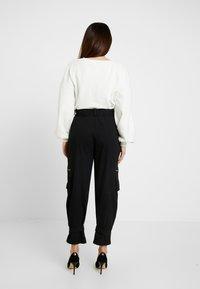 Missguided Petite - UTILITY POCKET BUCKLE TROUSERS - Pantalones - black - 2