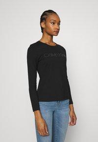 Calvin Klein - STUD LOGO TEE - Top sdlouhým rukávem - black - 0