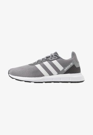 SWIFT RUN - Matalavartiset tennarit - grey three/footwear white/core black