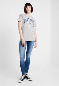 Tommy Jeans - COLLEGIATE LOGO TEE - Print T-shirt - light grey heather - 1