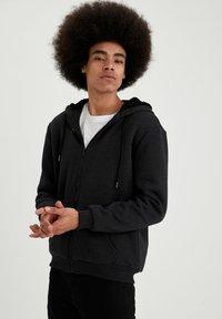 DeFacto - Zip-up sweatshirt - anthracite - 0