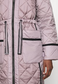 Hunter ORIGINAL - WOMENS REFINED LONG QUILTED COAT - Cappotto invernale - metallicred - 6