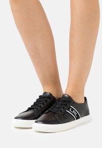 Lauren Ralph Lauren - LOGO WEBBING JANSON - Sneakers basse - black - 0