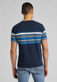 Lee - STRIPY PKT - Print T-shirt - navy - 2