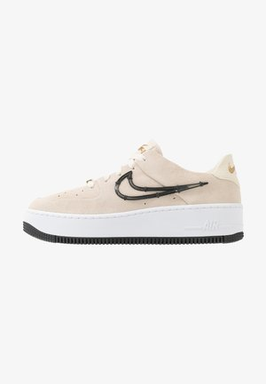 AIR FORCE 1 SAGE - Sneaker low - light cream/black/metallic gold