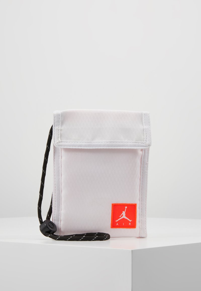 Jordan - TRI FOLDPOUCH - Wallet - white/infrared