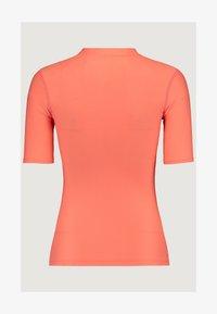 O'Neill - ESSENTIAL - T-shirt de surf - mandarine - 1
