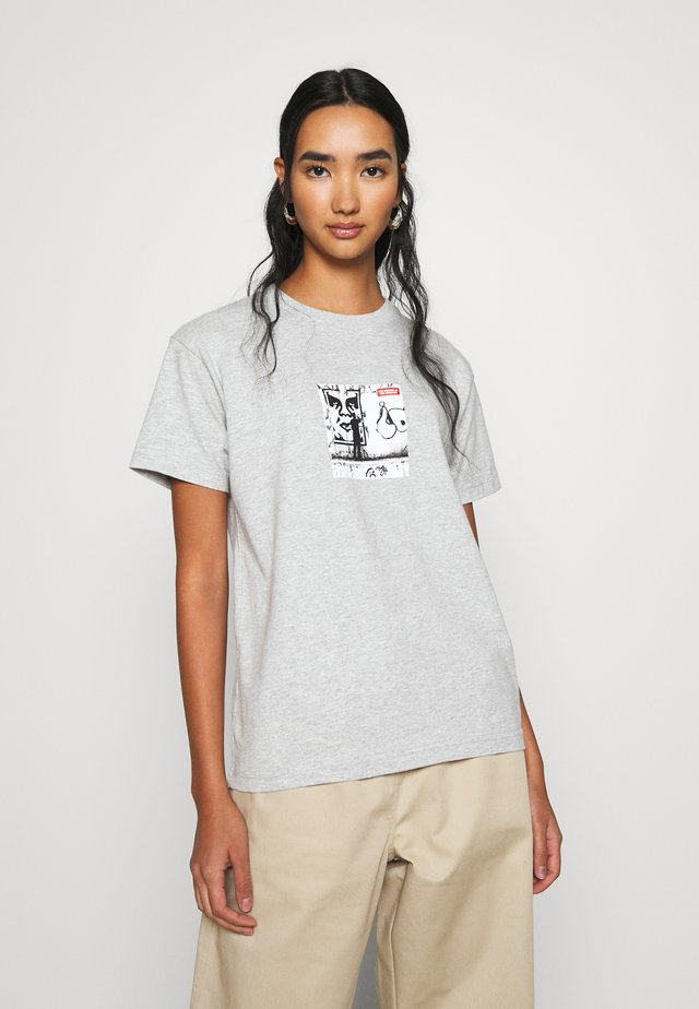 THE MEDIUM IS THE MESSAGE - T-shirt con stampa - heather grey