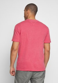 Tommy Jeans - NOVEL VARSITY LOGO TEE - Print T-shirt - light cerise pink - 2
