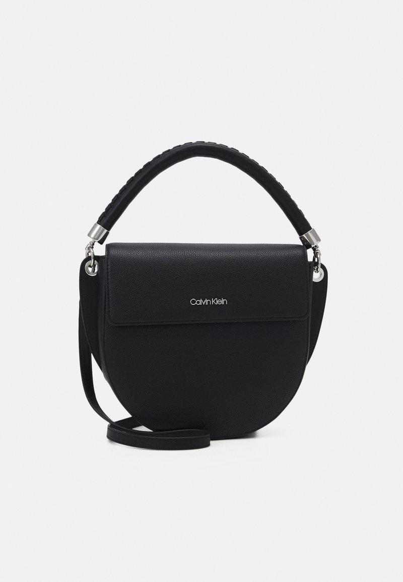 Calvin Klein - SADDLE BAG - Håndveske - black