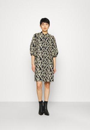 ALULA DRESS - Košilové šaty - chamomile