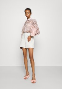 Vero Moda - VMLIA  - Shorts - birch - 1