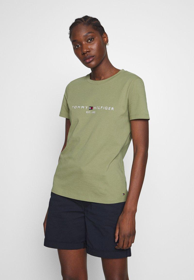 Tommy Hilfiger - NEW TEE  - Print T-shirt - faded olive
