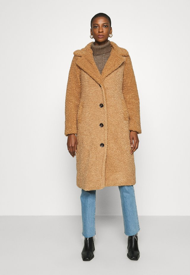 SUPER LONG COAT - Płaszcz wełniany /Płaszcz klasyczny - fudge
