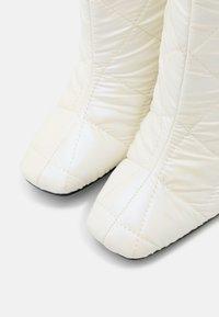 ALDO - SNOWPUFF - Stivali alti - other white - 5