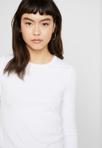 Banana Republic - CREW NECK SOLIDS - Long sleeved top - white - 4