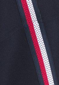 Tommy Hilfiger - RELAXED TAPE HOODIE - Sweatshirt - blue - 6