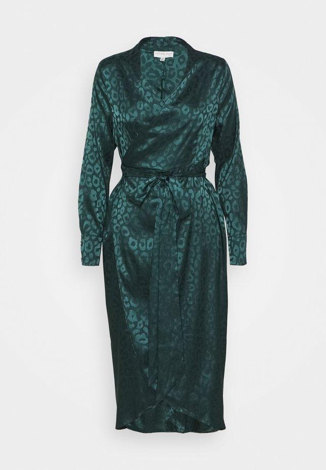 LEOPARD LONGSLEEVE WRAP DRESS - Cocktailklänning - emerald