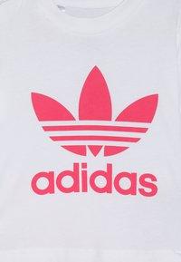 adidas Originals - TEE SET - Shorts - white/pink - 5
