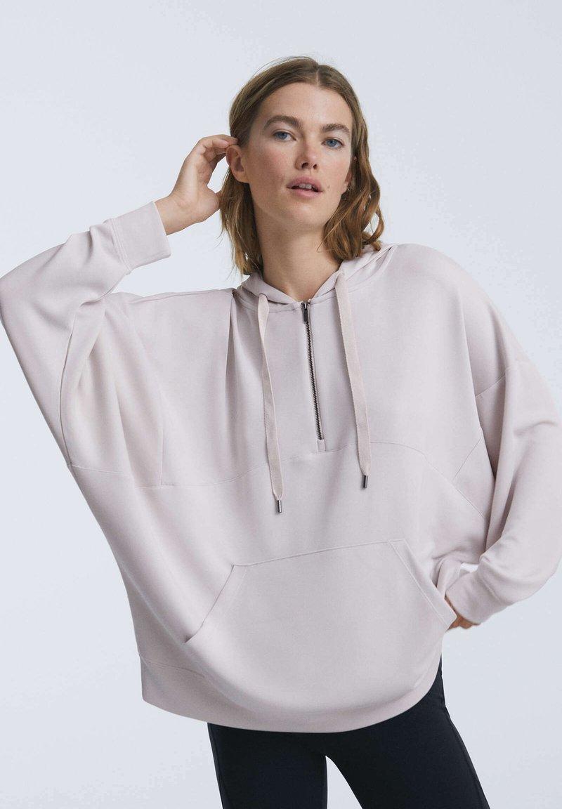 OYSHO - OVERSIZE SOFT TOUCH MODAL SWEATSHIRT - Sweat à capuche zippé - off-white