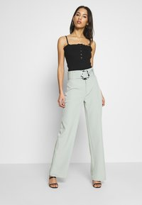 Missguided - BELT DETAIL STRAIGHT LEG TROUSERS - Pantalon classique - mint - 1