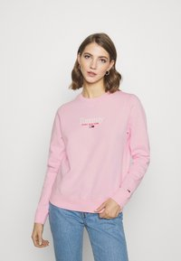 Tommy Jeans - ESSENTIAL LOGO CREW - Sweatshirt - romantic pink - 0
