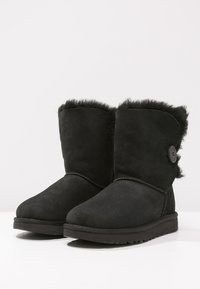 UGG - BAILEY BUTTON II - Korte laarzen - black - 3