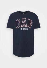 GAP - CITY ARCH TEE - T-shirts print - london - 4