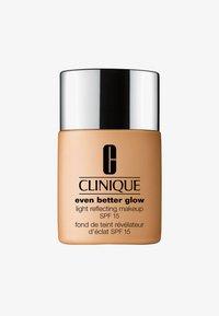 Clinique - EVEN BETTER GLOW SPF15 MAKEUP  - Foundation - WN54 honey wheat - 0