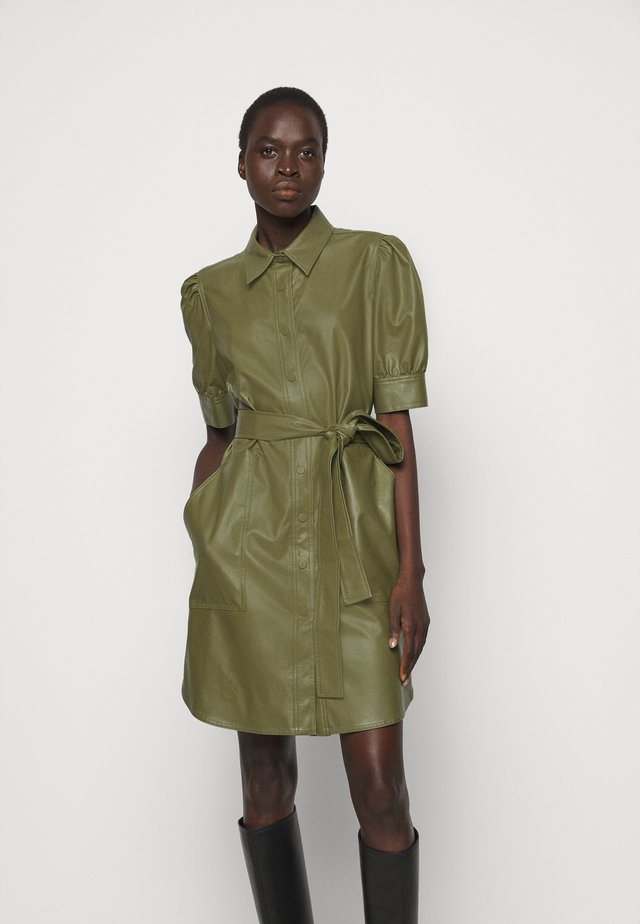 ABITO CHEMISIER SPALMATO CON CINTURA - Shirt dress - verde alpino