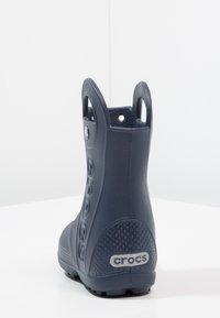 Crocs - HANDLE IT RAIN BOOT KIDS - Bottes en caoutchouc - navy - 3