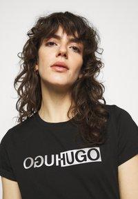 HUGO - THE SLIM TEE - T-shirts med print - black - 3