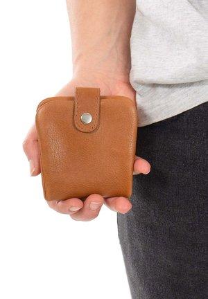 CONNER - Wallet - hazelnut