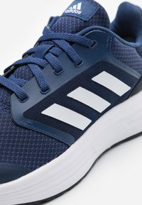 adidas Performance - GALAXY  - Scarpe running neutre - tech indigo/footwear white/legend ink - 5