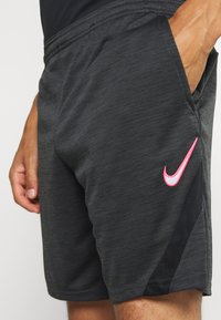 Nike Performance - DRY ACADEMY SHORT - Korte sportsbukser - dark smoke grey heather/black/hyper pink - 4