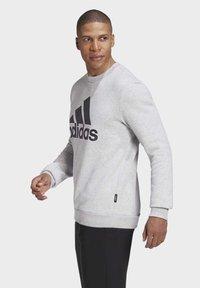 adidas Performance - BADGE OF SPORT FLEECE SWEATSHIRT - Sweatshirt - grey - 3